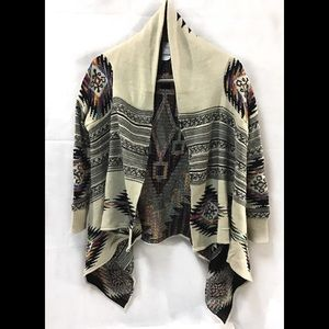 Beautiful Tribal print sweater, great condition!